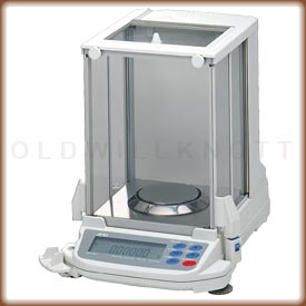 Front view of the Gemini analytical balance.