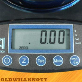 Detailed image of the iBalance 5000 weight display and operation keys.