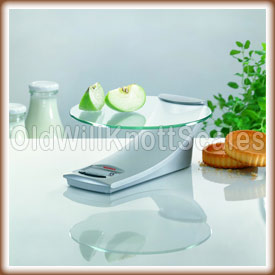 The Soehnle Model in a kitchen setting weighing apples.